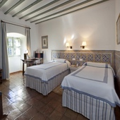 Bedroom at Almagro Parador