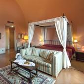 bedroom at Parador de Cardona