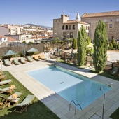 Swimming pool at Parador Plasencia - Extremadura