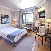 Vielha Parador Hotel bedroom